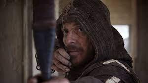 รีวิว Assassin's Creed: ทะยานขึ้นเหนือภาพยนตร์วิดีโอเกมระดับต่ำ